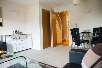 2 Bedrooms Maisonette Flat for sale in Granary Wharf, Steam Mill Street, Chester, CH3
