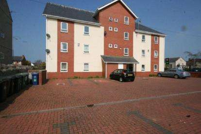2 Bedrooms Flat for sale in Bethel Apartments, 2 St. Catherines Drive, Colwyn Bay, Conwy, LL29