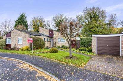 3 Bedrooms Bungalow for sale in Victoria Crescent, Huntingdon, Cambridgeshire, Uk