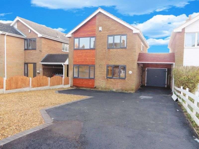 4 Bedrooms Detached House for sale in Oakham Road, Dudley