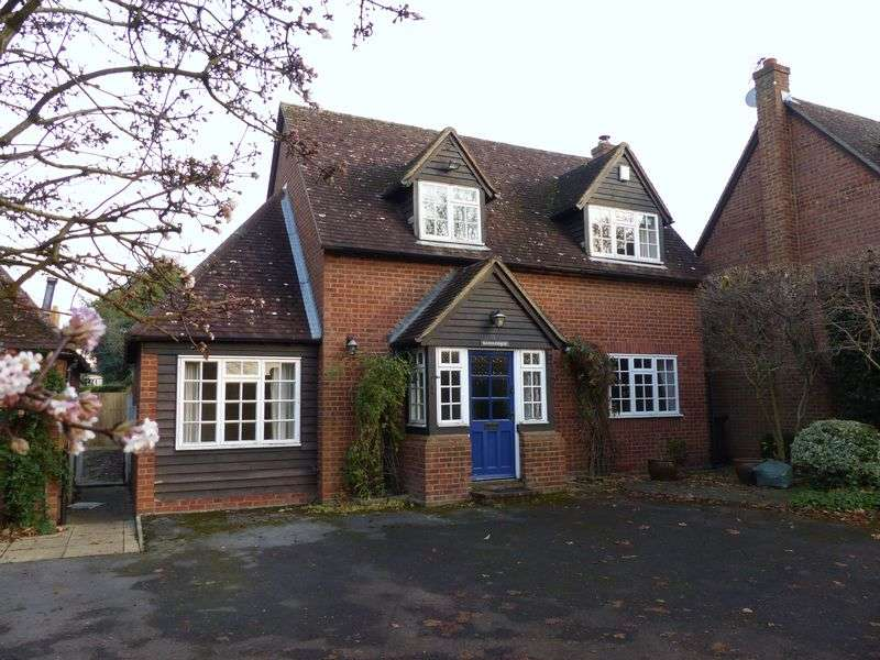 3 Bedrooms Detached House for sale in COOKHAM DEAN