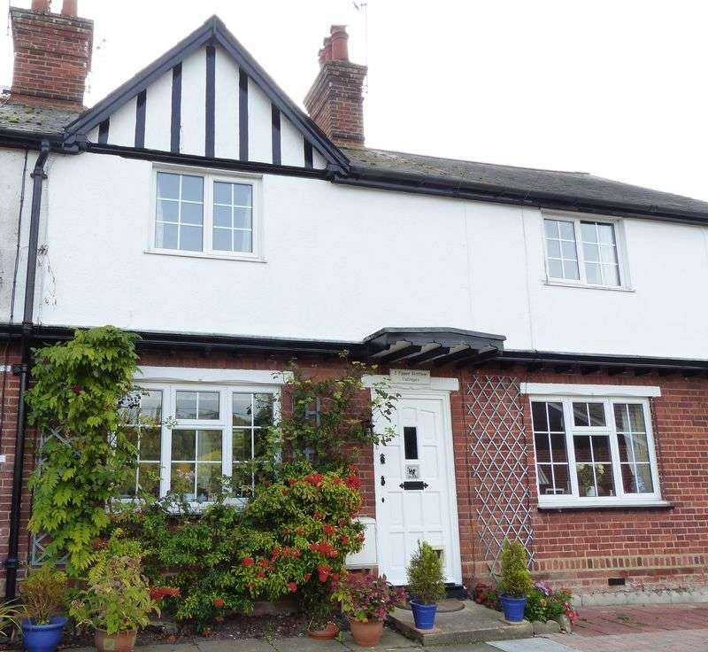 2 Bedrooms Terraced House for sale in COOKHAM DEAN