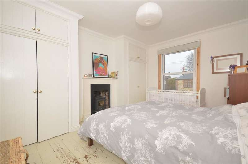 3 Bedrooms Semi Detached House for sale in Oving Road, Chichester, West Sussex