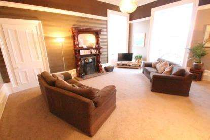 4 Bedrooms Flat for sale in Fox Street, Greenock