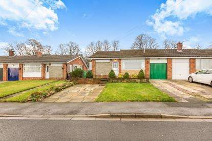 3 Bedrooms Bungalow for sale in Wellfield Drive, Burnley, Lancashire