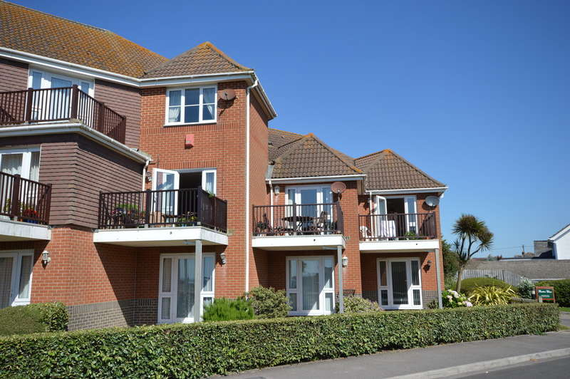 4 Bedrooms Town House for sale in First Marine Avenue, Barton on Sea