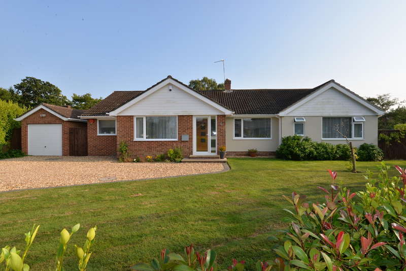 3 Bedrooms Detached House for sale in Ballard Close, New Milton