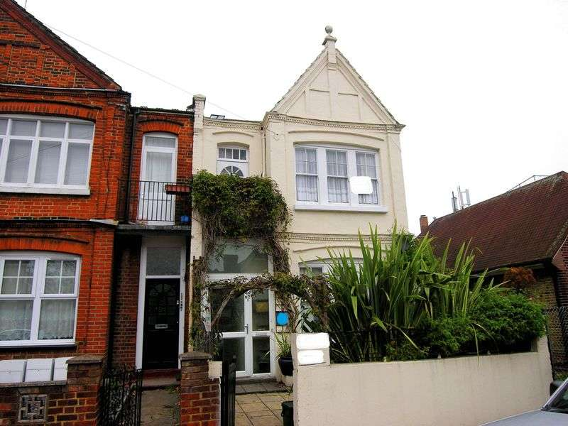 6 Bedrooms Terraced House for sale in Bowes Park, N22