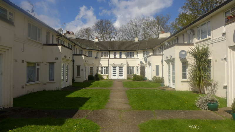 2 Bedrooms Apartment Flat for sale in Florida Court, Staines-upon-Thames