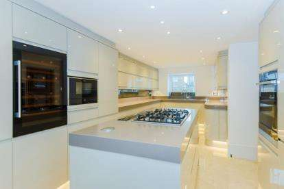 4 Bedrooms Semi Detached House for sale in Orchid Close, Goffs Oak, Hertfordshire