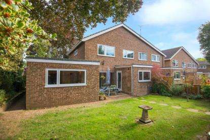 4 Bedrooms Semi Detached House for sale in Sunnyside, Nazeing, Waltham Abbey, Essex