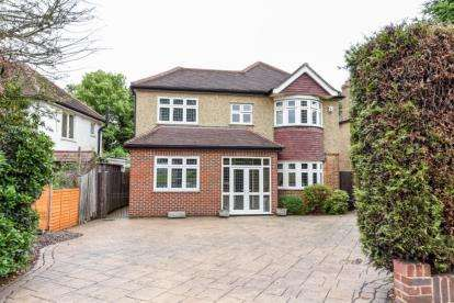 4 Bedrooms Detached House for sale in South Eden Park Road, Beckenham
