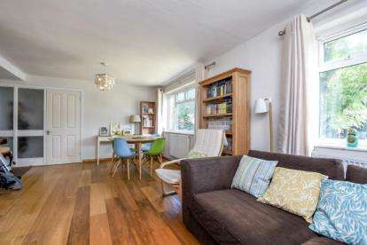 3 Bedrooms Flat for sale in Wrotham House, Sellindge Close, Beckenham