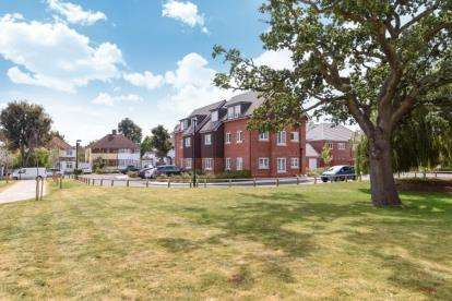1 Bedroom Flat for sale in Oaktree Gardens, London