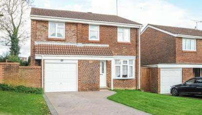 4 Bedrooms Detached House for sale in Stephen Close, Orpington