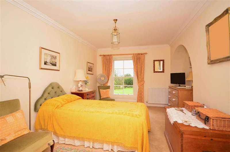 2 Bedrooms Apartment Flat for sale in Elmbridge Road, Cranleigh, Surrey