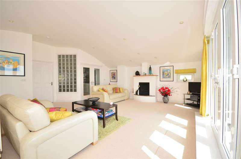 3 Bedrooms Penthouse Flat for sale in Esplanade, Sandown, Isle of Wight