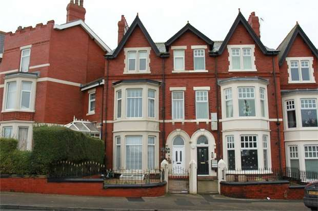 6 Bedrooms Terraced House for sale in Mount Road, Fleetwood, Lancashire