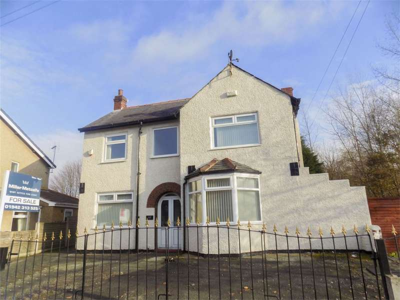 3 Bedrooms Detached House for sale in Wigan Road, Leigh, Lancashire