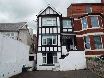 4 Bedrooms Maisonette Flat for sale in Bay View Road, Colwyn Bay, Conwy, LL29