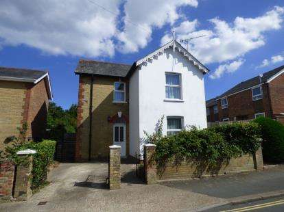 3 Bedrooms Detached House for sale in East Cowes, Isle of Wight