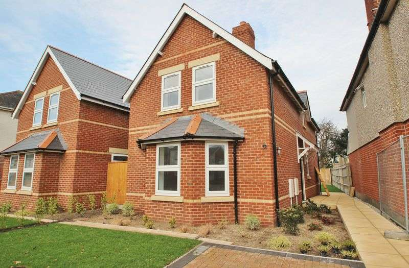 3 Bedrooms Detached House for sale in Barnes Road, Bournemouth