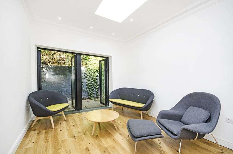 3 Bedrooms Flat for sale in Mare Street, London Fields, E8