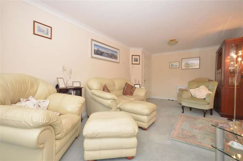 1 Bedroom Flat for sale in Church Street, Littlehampton, West Sussex