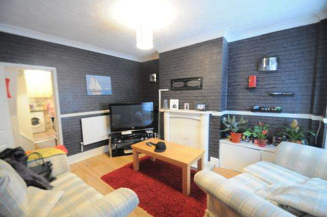 2 Bedrooms Terraced House for sale in Alaska Villas, Barnsley Street, Hull, HU8 7TF