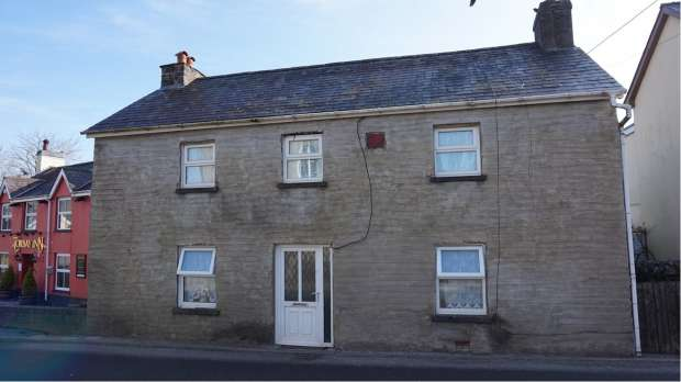 4 Bedrooms Detached House for sale in Heol Cennen, Llandeilo, Carmarthenshire, SA19 6UL