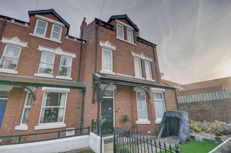 6 Bedrooms Terraced House for sale in Well Close Terrace, Whitby
