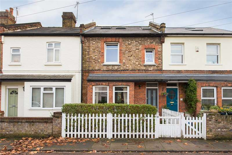 3 Bedrooms Terraced House for sale in Lock Road, Richmond, TW10