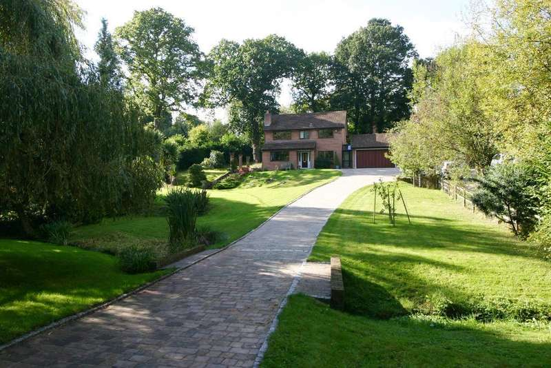 4 Bedrooms House for sale in Woodlands Drive, Netley Abbey, Southampton, SO31 5PS