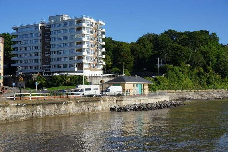 3 Bedrooms Flat for sale in Seabank, The Esplanade, Penarth
