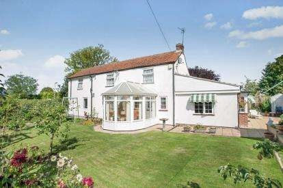3 Bedrooms Detached House for sale in Coots Lane, Mumby, Alford, Lincolnshire