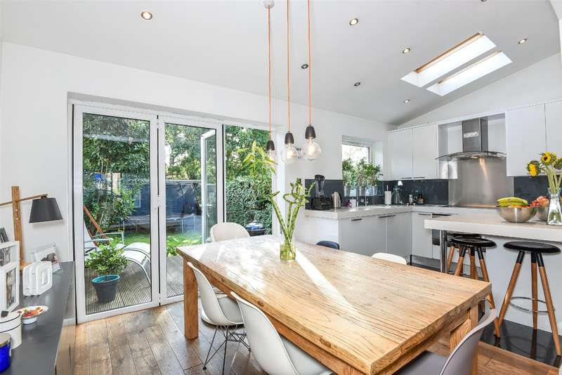 4 Bedrooms Semi Detached House for sale in Tolcarne Drive, Pinner, Middlesex, HA5