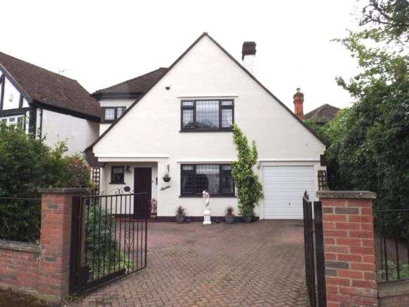 3 Bedrooms Detached House for sale in Silver Birch Avenue, North Weald, Epping, Essex, CM16