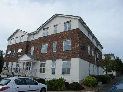 2 Bedrooms Flat for sale in Paignton, Devon