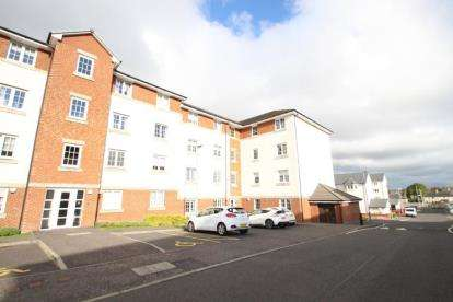 2 Bedrooms Flat for sale in Kirktonholme Gardens, Westmains
