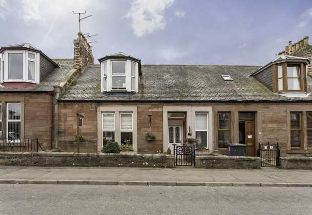4 Bedrooms Terraced House for sale in Hayswell Road, Arbroath, Angus, DD11 1TU