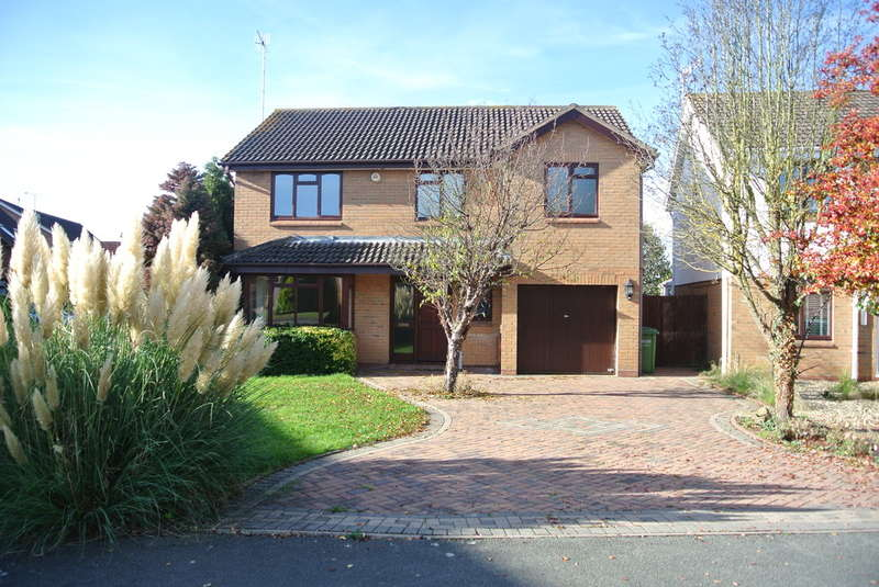 4 Bedrooms Detached House for sale in St. Marks Close, Evesham