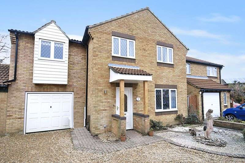 4 Bedrooms Detached House for sale in Martin Close, Lee on the Solent, PO13