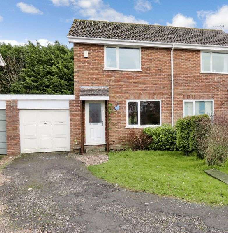 2 Bedrooms Semi Detached House for sale in Gifford Close, Chard