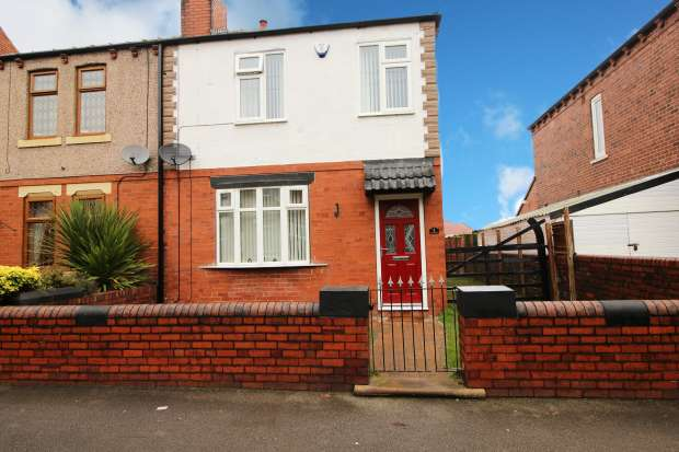 3 Bedrooms Semi Detached House for sale in Bromley Mount, Wakefield, West Yorkshire, WF1 5LB