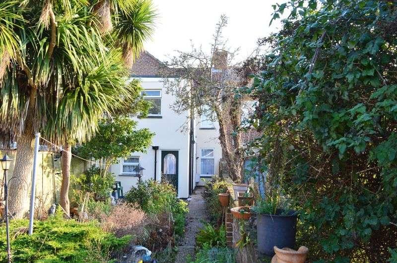 1 Bedroom Flat for sale in Webb Lane, Hayling Island.