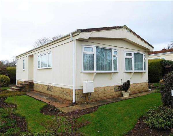 2 Bedrooms Bungalow for sale in Moonridge, Newport Park, Topsham