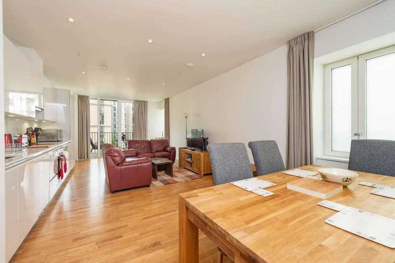 3 Bedrooms Flat for sale in Napa Close, Stratford, E20