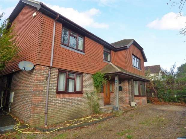 4 Bedrooms Detached House for sale in Rowlands Avenue, Waterlooville, Hampshire