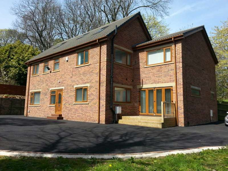 5 Bedrooms Detached House for sale in Hyrst Garth, Batley