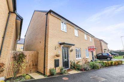 3 Bedrooms Semi Detached House for sale in Centurion Walk, Sandy, Bedfordshire, Sandy
